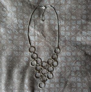 Jewelry - Silver tone circle necklace